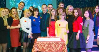 СІДівці різних поколінь від час святкування 20-річчя газети «Сім'я і дім»