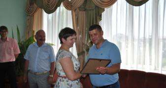 Голова РДА вручає грамоти кращим посадовцям