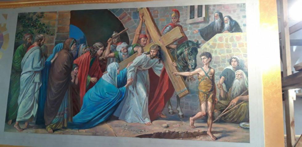 Одна з фресок у храмі. Над нею художники ще працюють