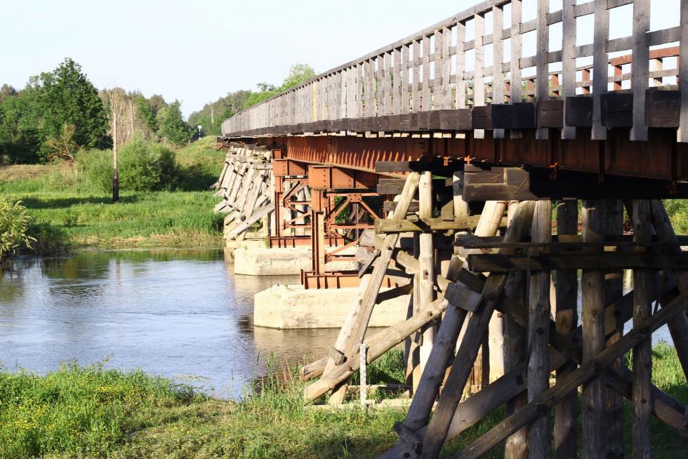 свідок минулих епох - міст через річку Стир. Його довжина 153 метри. Побудували виняткову дерев'яну споруду ще у 1906 році.